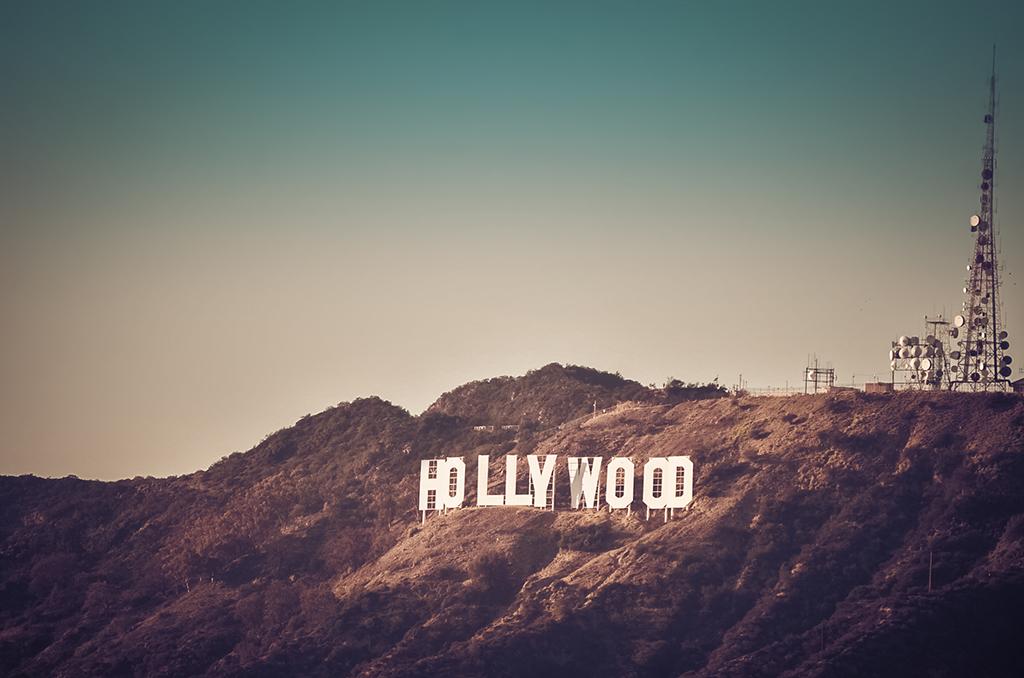 Uma das versões do letreiro de Hollywood foi a leilão