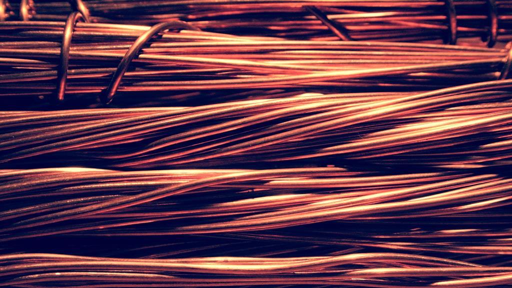 grande parte da sucata de cobre vêm de fios telefônicos e de computadores