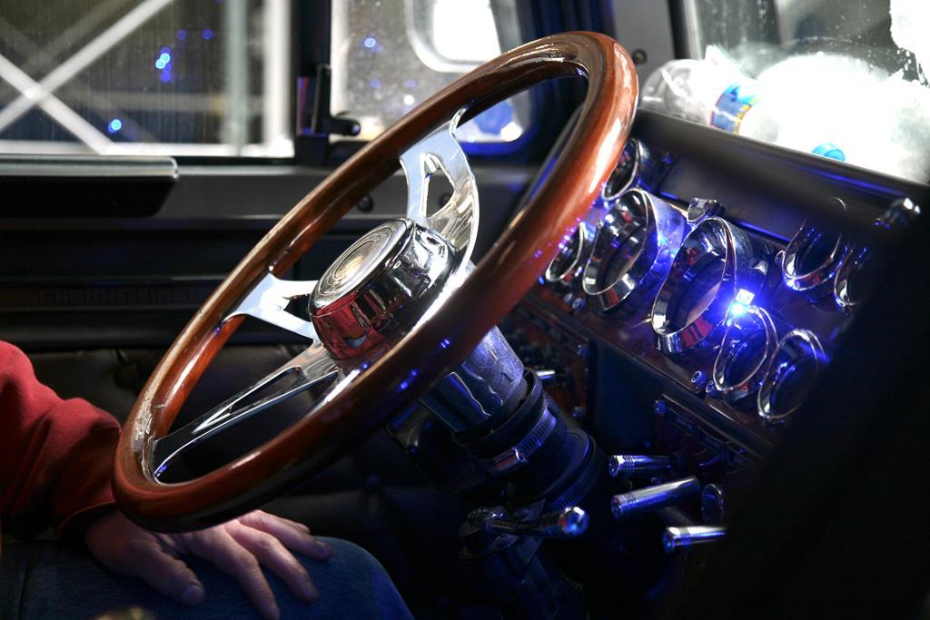 luzes acesas no painel podem indicar problemas na central eletrônica do caminhão
