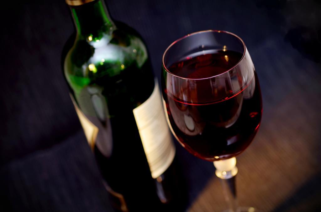 os vinhos tintos têm uma duração mais longa após serem abertos devido a sua quantidade de taninos e acidez