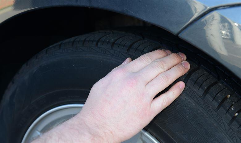 sempre que for comprar um carro novo, além da qualidade do pneu, atente-se a sua data de validade