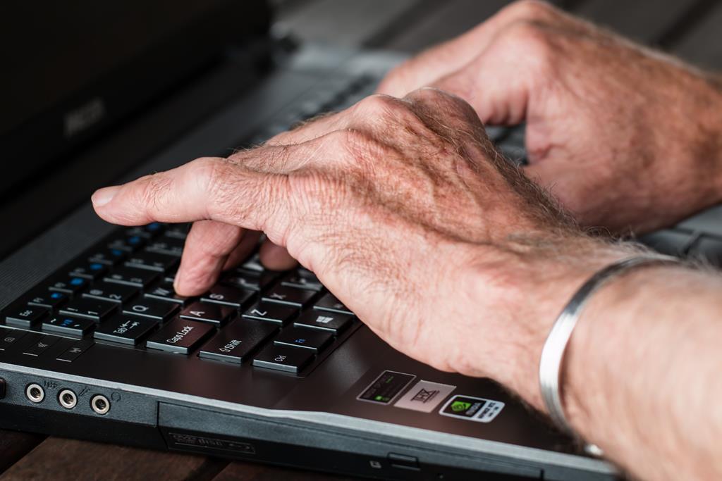o boletim de ocorrência em acidentes sem vítimas pode ser feito pela internet ou em alguma delegacia mais próxima