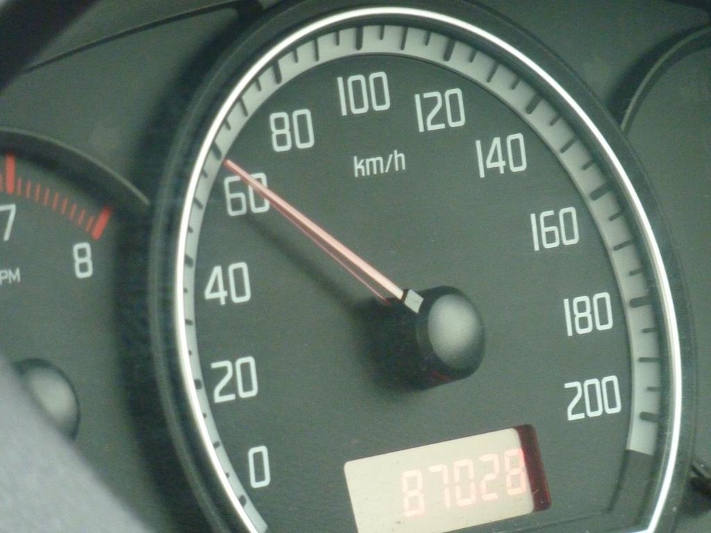 evitar altas velocidades contribui para que a vida útil do pneu seja maior