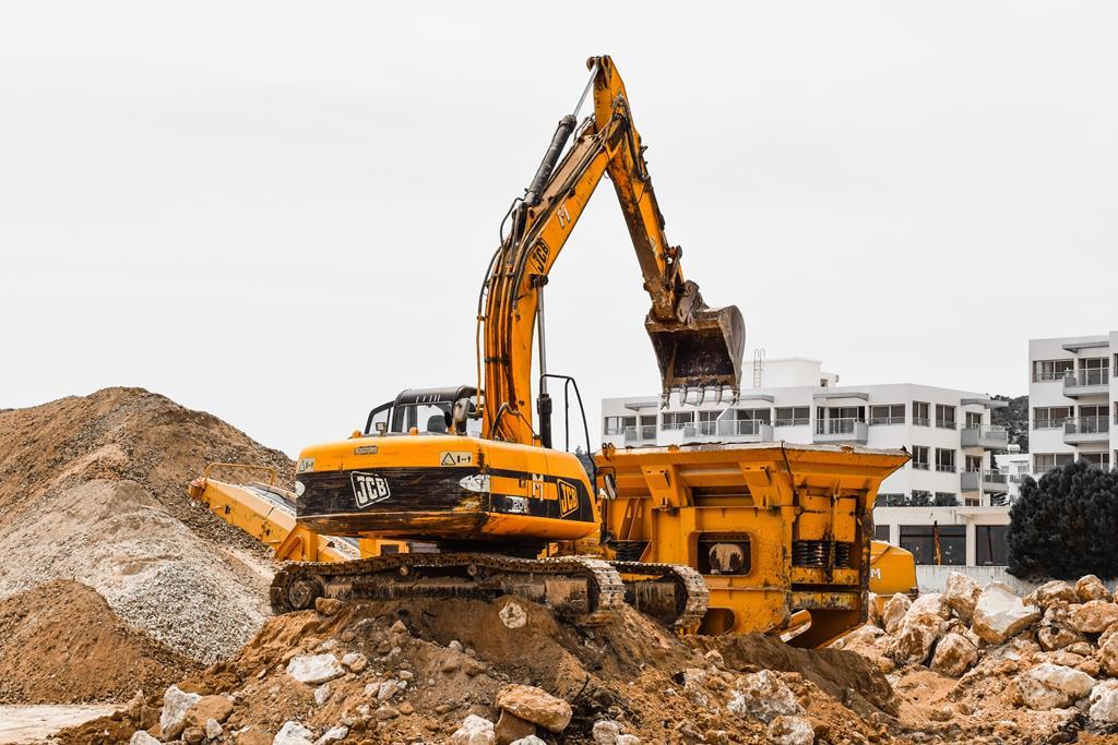 Qual é a CNH correta para operar máquinas pesadas