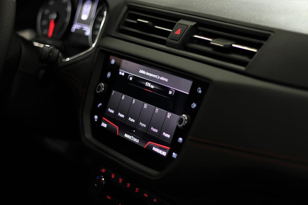 utilize sempre produtos específicos para as partes plásticas do carro como o painel. Isso fará com que ele fique mais brilhante e passe uma imagem de cuidado
