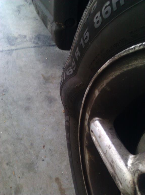 quando o quadro interno do pneu está comprometido é possível notar algumas bolhas nas laterais dos pneus