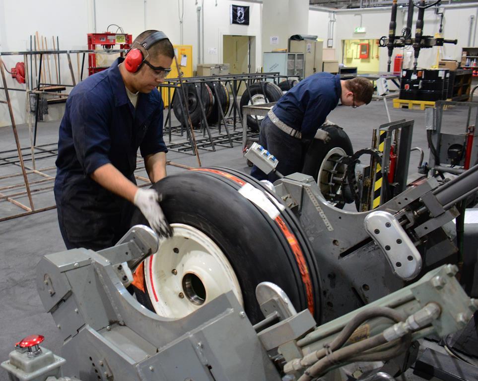 para saber se o processo de reutilização de pneus vale a pena no seu caso, compare as vantagens e desvantagens com suas necessidades