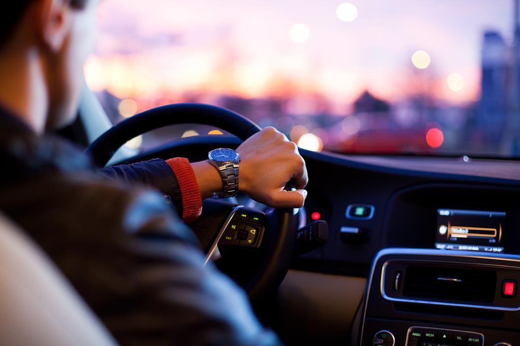 Teste o desempenho do carro usado blindado