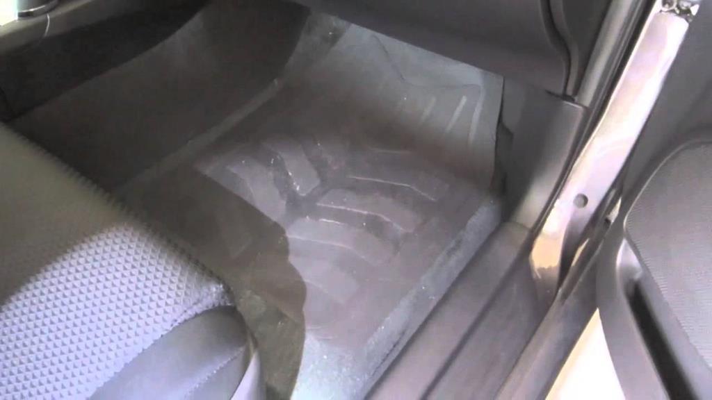 verifique pontos de umidade no carro usado blindado
