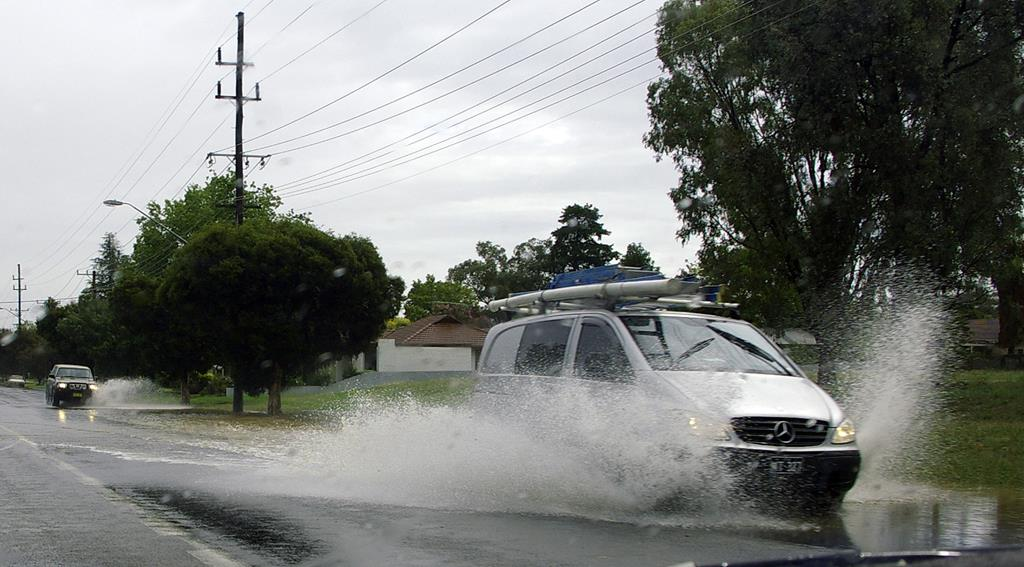 pneus carecas aumentam o risco de aquaplanagem