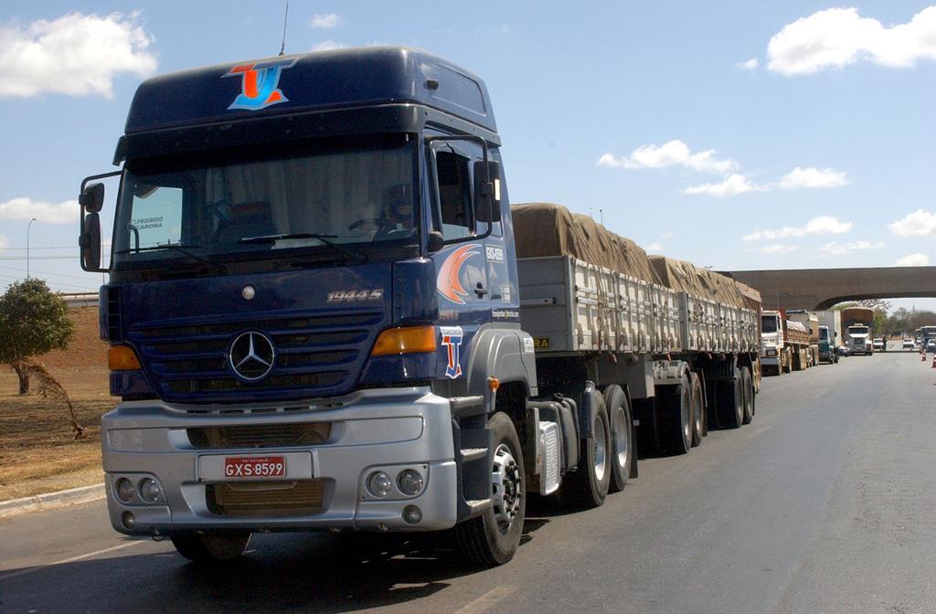 quanto mais eixos um caminhão possui, mais caro ele terá que pagar pelo pedágio, já que entende-se que o veículo causa mais estragos nas vias