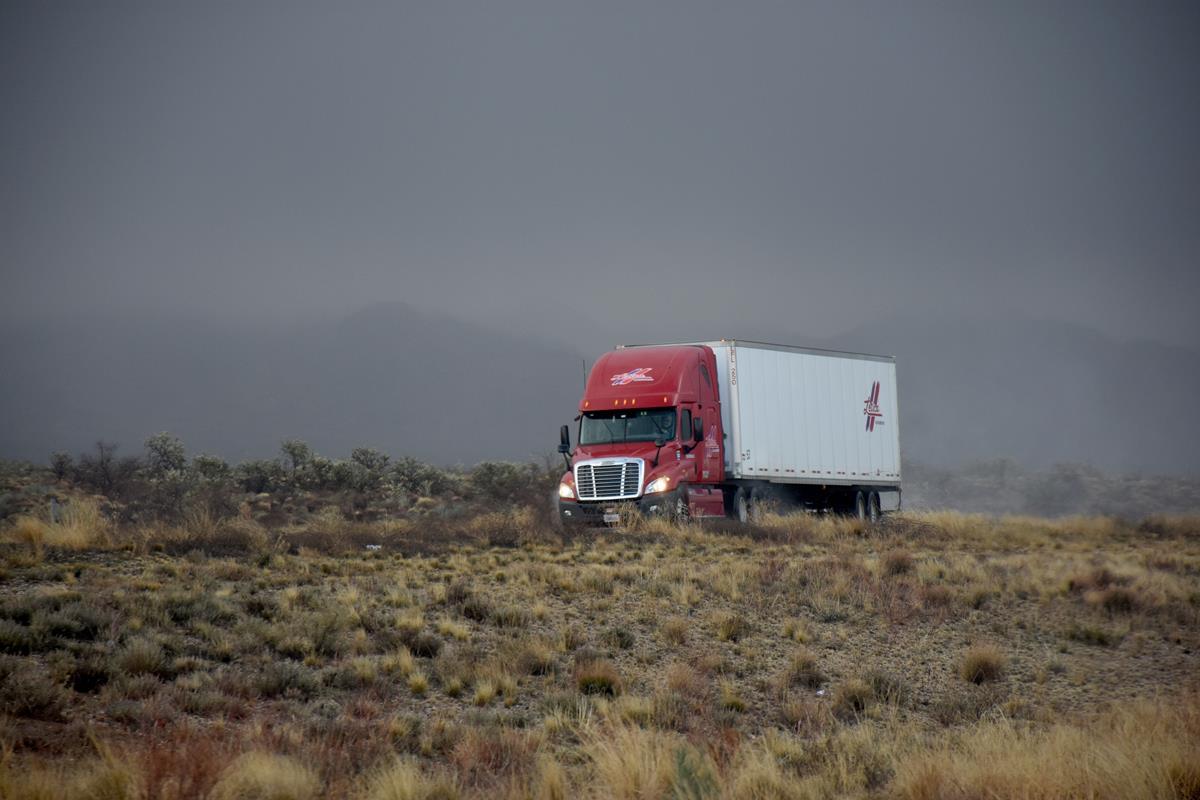 caminhoneiros precisam passar pelo exame toxicológico para que a segurança do trânsito seja garantida