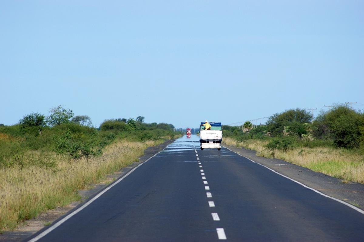 a grande distância percorrida entre um estado brasileiro e outro contribui para os acidentes envolvendo caminhões