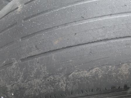 caso você note algumas partes corroídas em seu pneu, dê uma olhada nos amortecedores do veículo