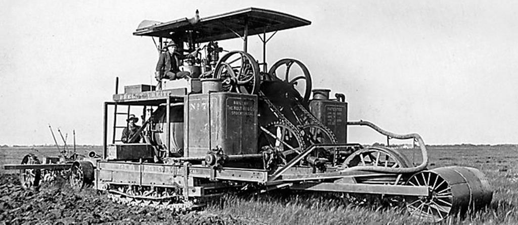 Holt iniciou seus testes com o protótipo do trator de esteiras movido a vapor