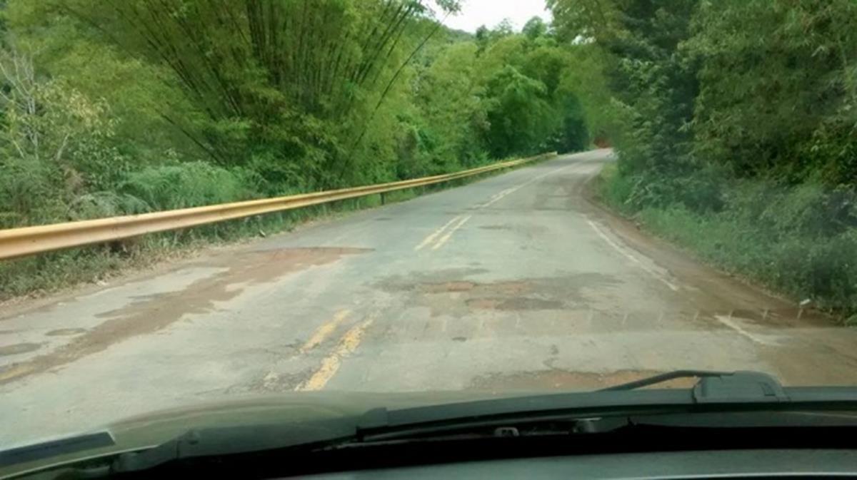 a má conservação das rodovias é um fator que contribui para acidentes envolvendo caminhões