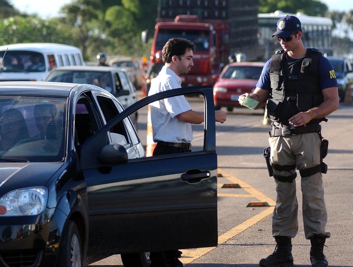 como os pontos de multas são cumulativos, é possível fazer a consulta pelo registro do motorista