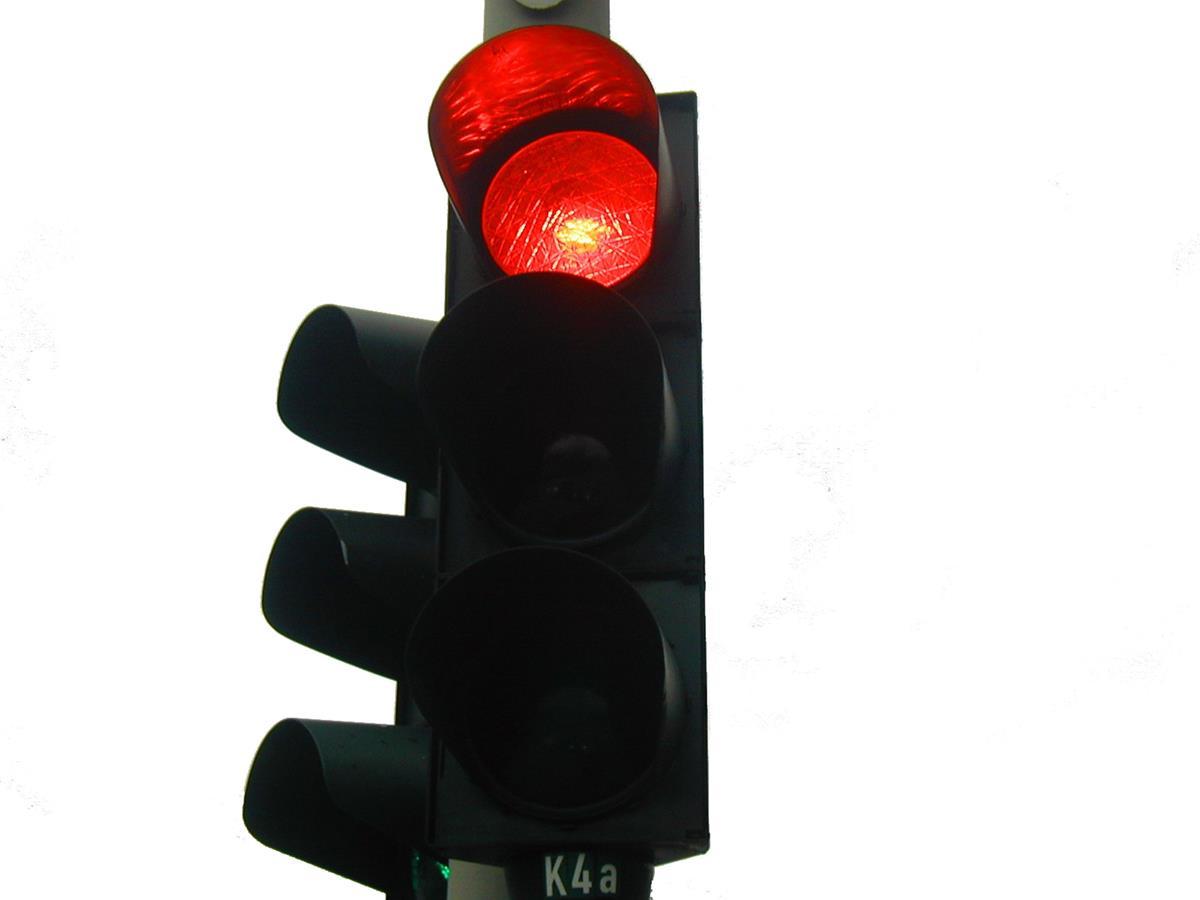 uma multa bastante recorrente é quando o condutor fura o sinal vermelho
