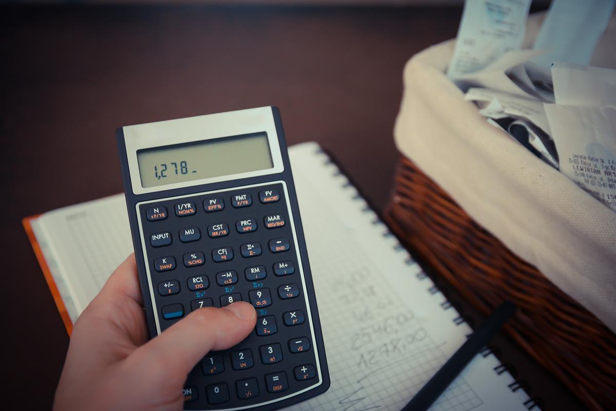as multas que incidem sobre o IPVA em atraso são de 0,33% e aumentam diariamente até alcançar o máximo de 20% após 60 dias da data de vencimento