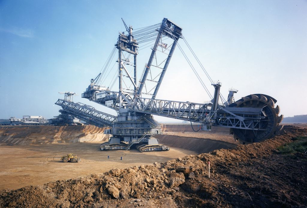 a Bagger 288, maior escavadeira do mundo, foi criada pela empresa alemã Krupp