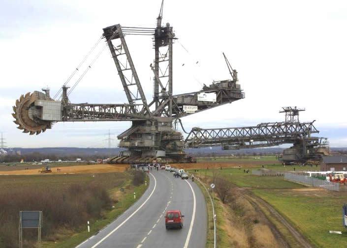 Em 2001, a maior escavadeira do mundo levoutrês semanaspara cruzar 22,5 Km até chegar ao seu destino.