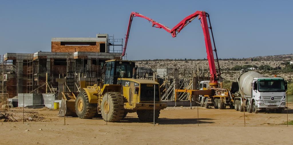por se tratar de máquinas grandes, as máquinas pesadas devem ser operadas com muito conhecimento. Operar esse equipamento sem estar capacitado pode acabar causando acidentes, invalidez e até mesmo morte