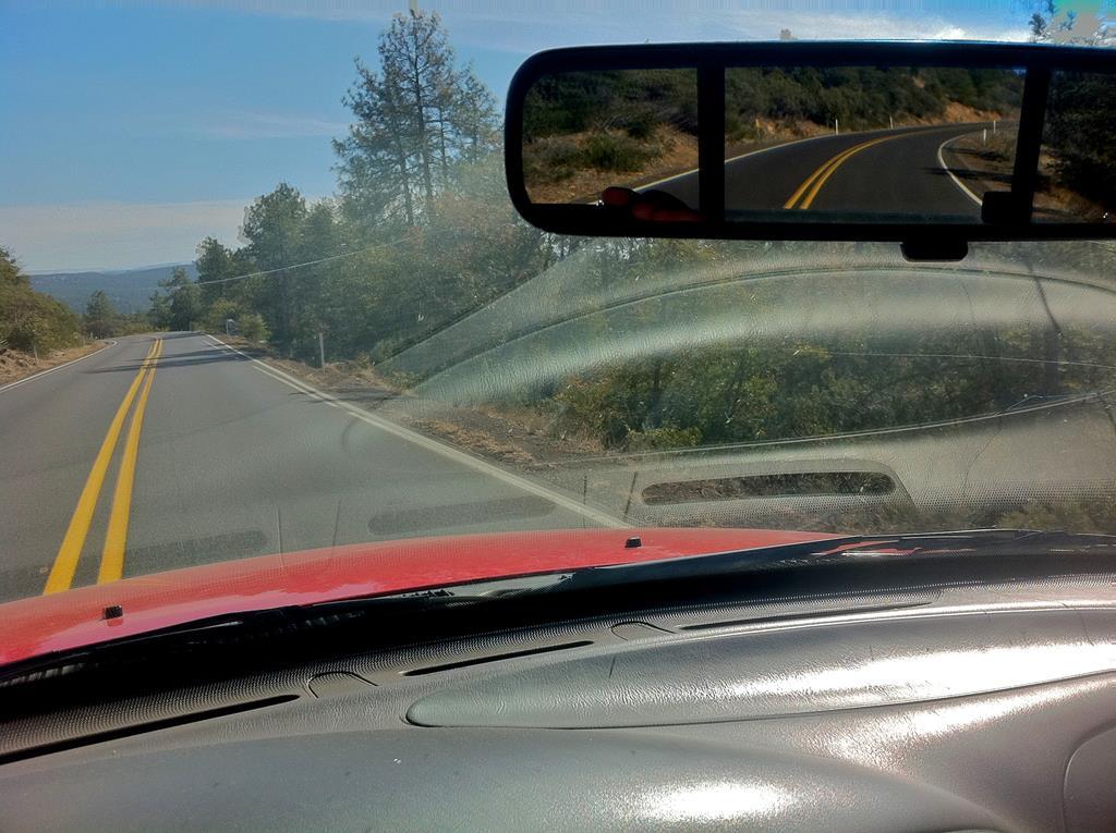 as janelas abertas não são recomendadas para viagens longas e em altas velocidades