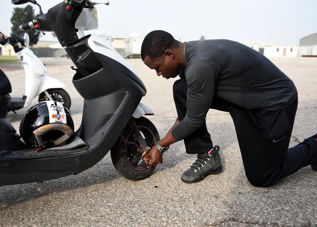 por serem mais finos e menores, os pneus de scooters merecem uma atenção especial