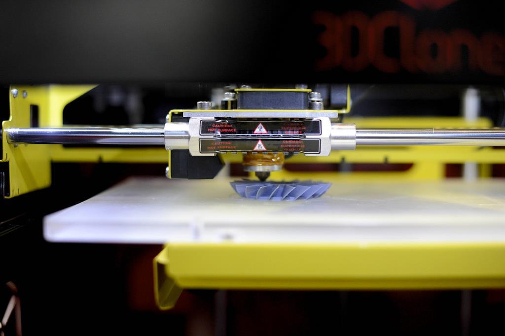 Produção de peças de carro em impressora 3D