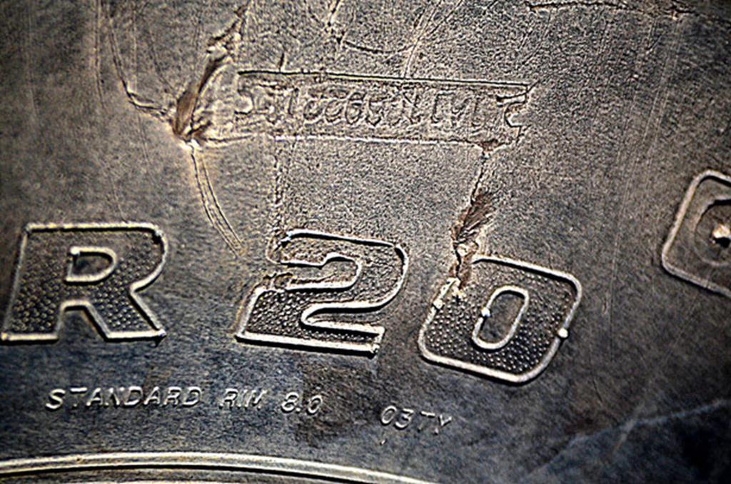 a letra R nos pneus indica a relação da secção cruzada do pneu com a largura expressa em percentagem