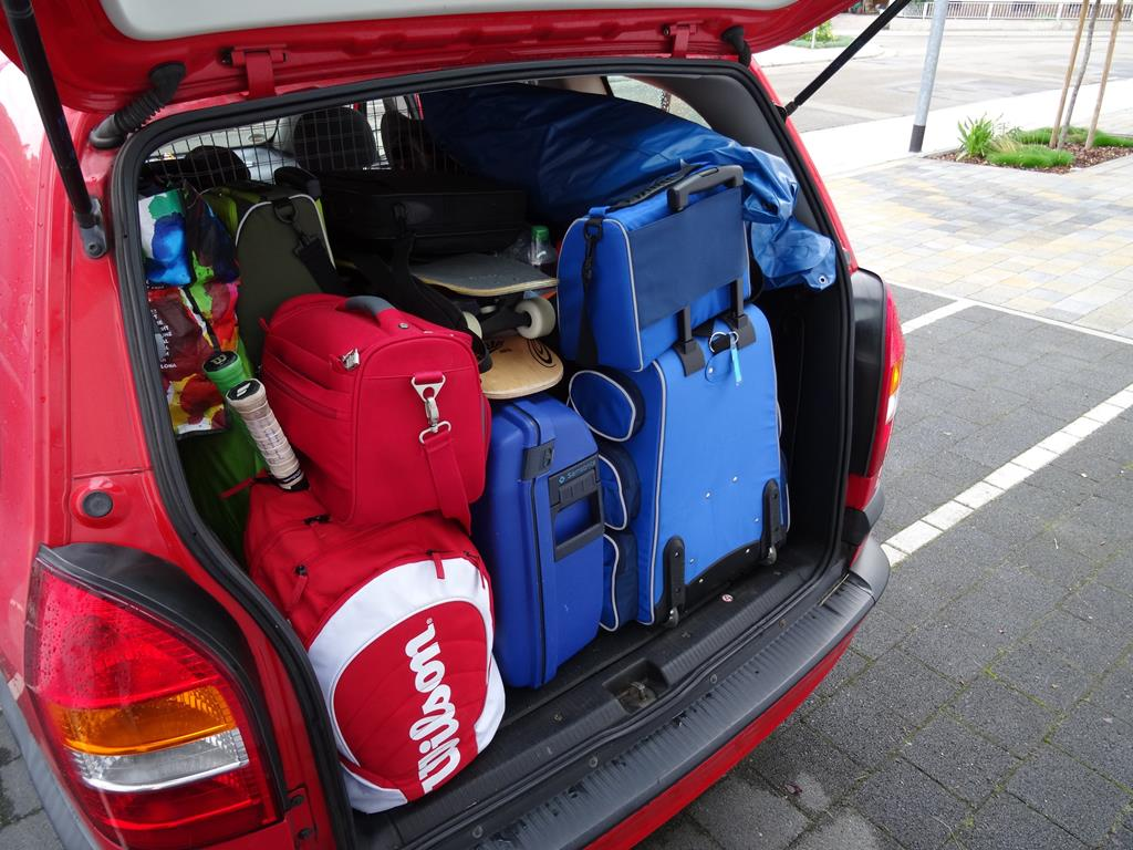 evite adicionar peso demais ao veículo, e leve no porta-malas somente o necessário