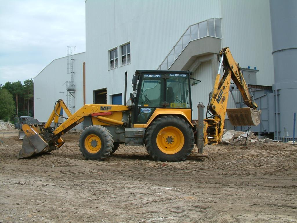 É recomendado que somente operadores com mais experiência nos canteiros de obras guiem as máquinas.