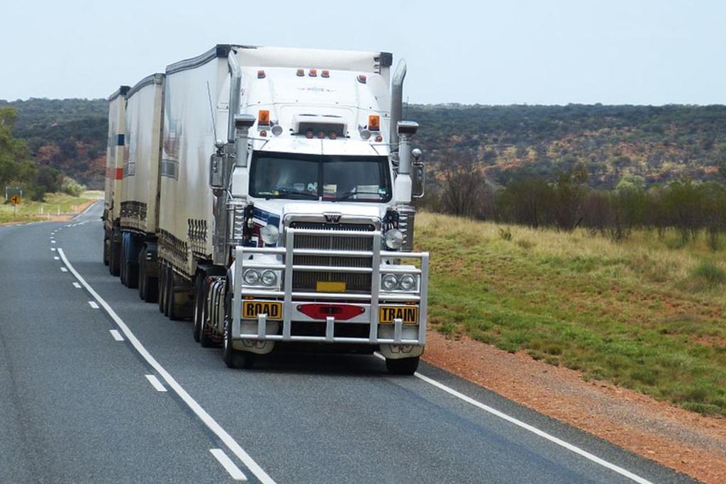 10 dicas para conduzir o caminhão com a postura mais segura
