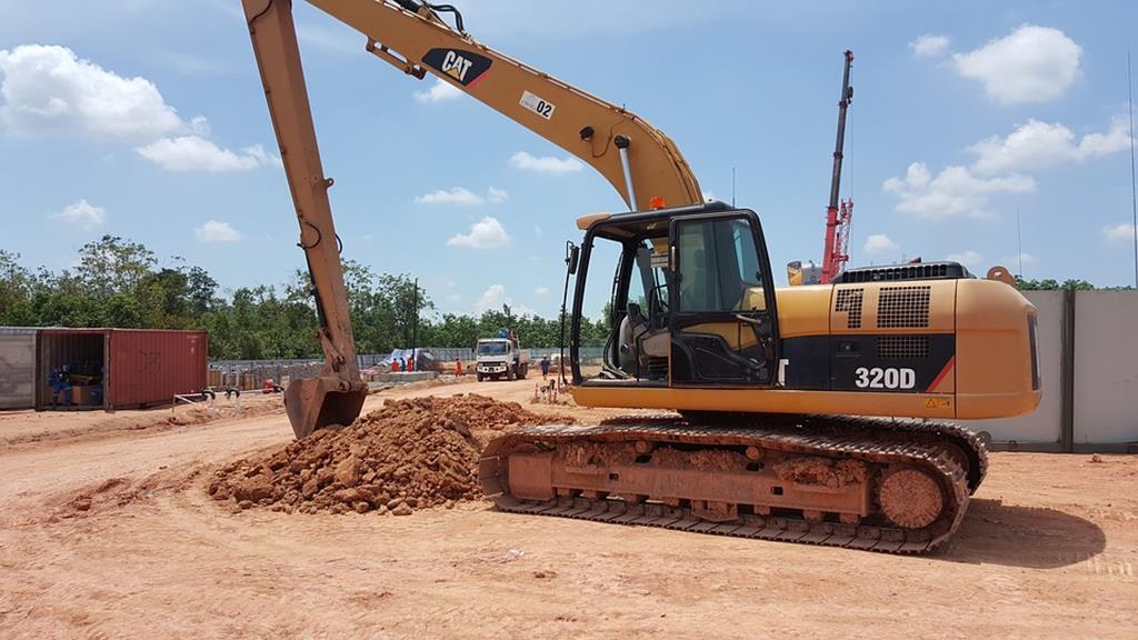 a assistência para lança mantém as esteiras no solo durante o levantamento e escavações mais difíceis