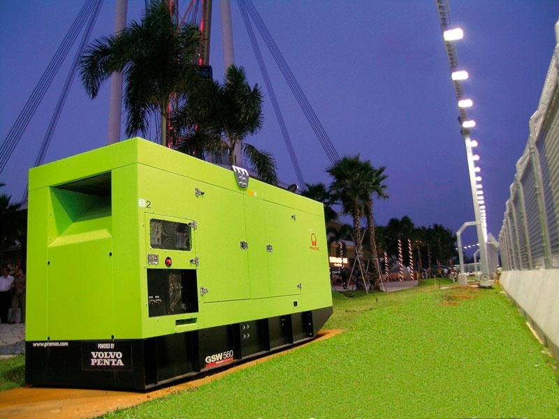 Modelo de gerador a diesel locado em uma estação, no final de uma tarde