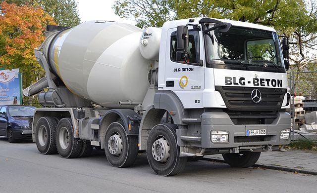 Modelo de caminhão betoneira