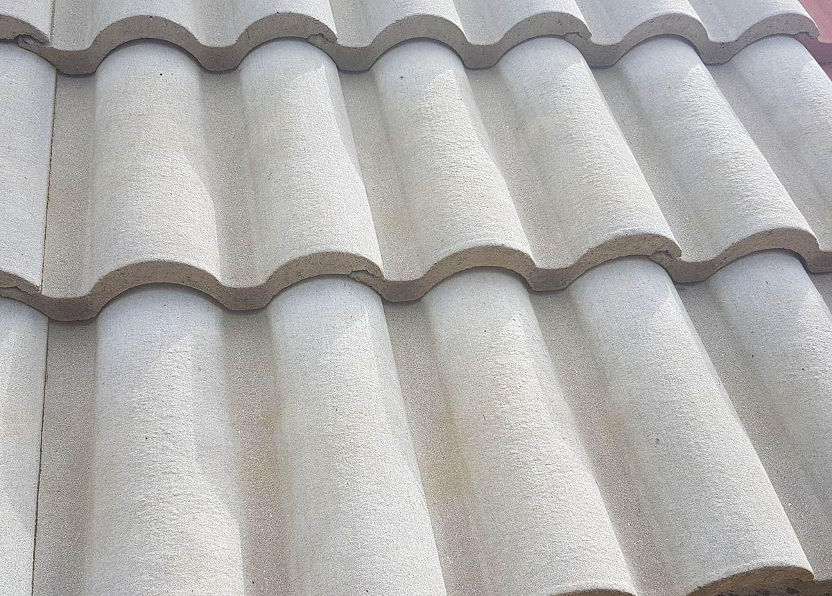 telhas de concreto em um telhado