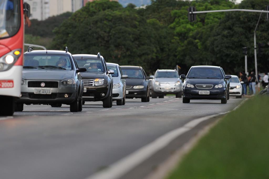 o IPVA é o imposto que incide sobre a propriedade de carros, motos, caminhões etc, e deve ser pago por todos os proprietários de veículos