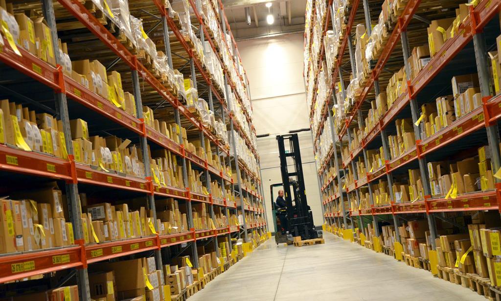 o piso do galpão deve suportar o peso das mercadorias, máquinas e também a circulação dos funcionários