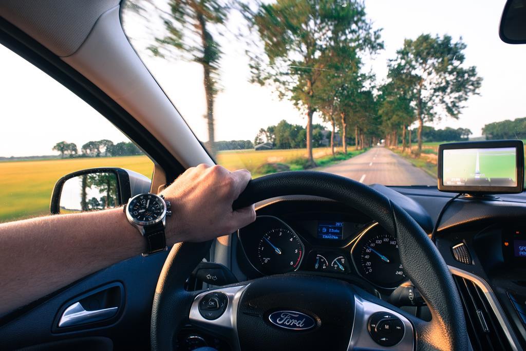 o licenciamento do veículo é a permissão concedida para que o veículo possa trafegar livremente pelas ruas e estradas