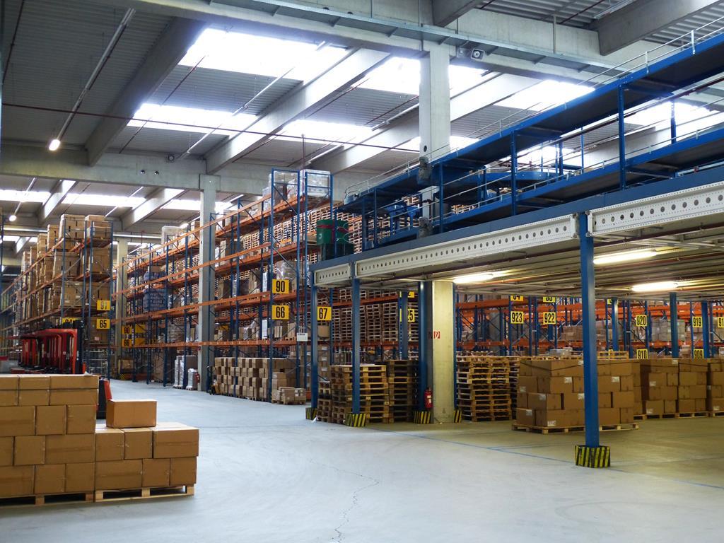 os galpões disponibilizam uma estrutura completa para a empresa conseguir realizar os trabalhos logísticos de forma otimizada