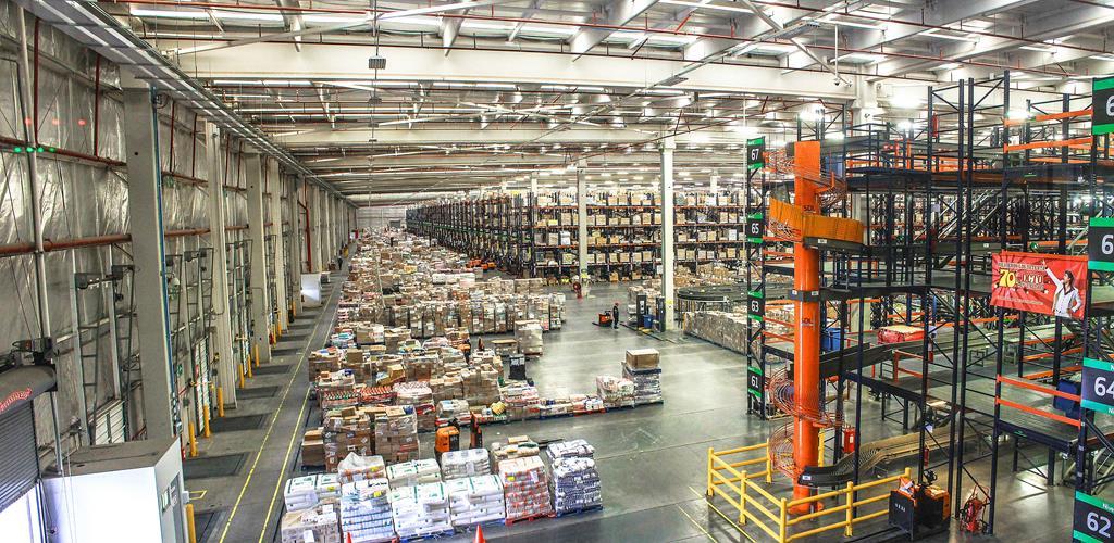 atualmente, a cobertura dos galpões logísticos têm sido feitas com material metálico por ser mais econômico