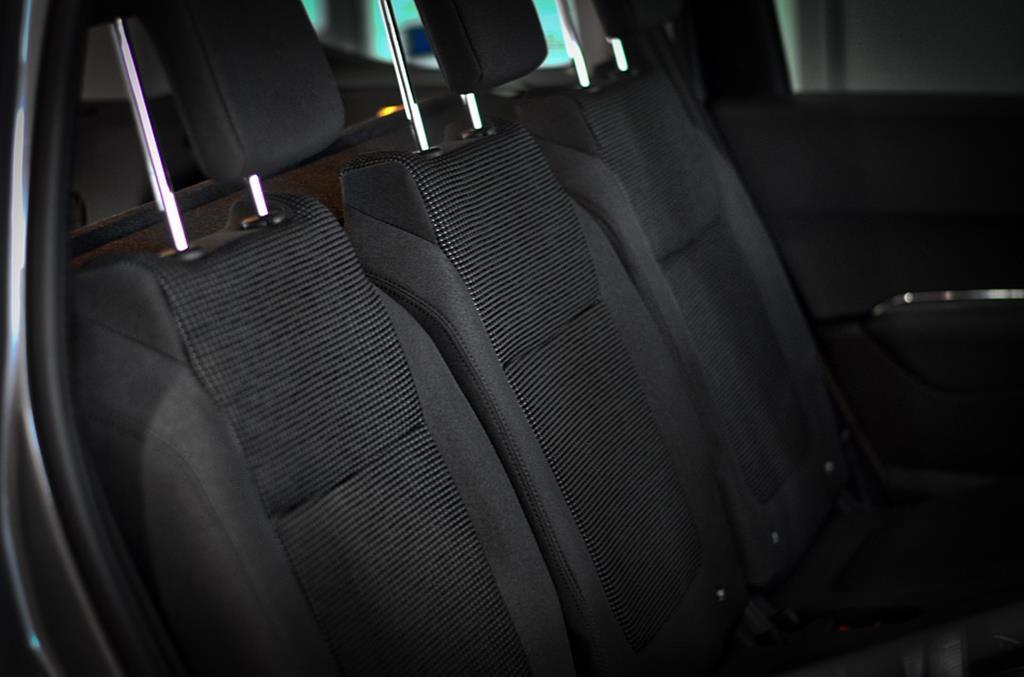 o número médio de lugares dentro de uma van é de 14