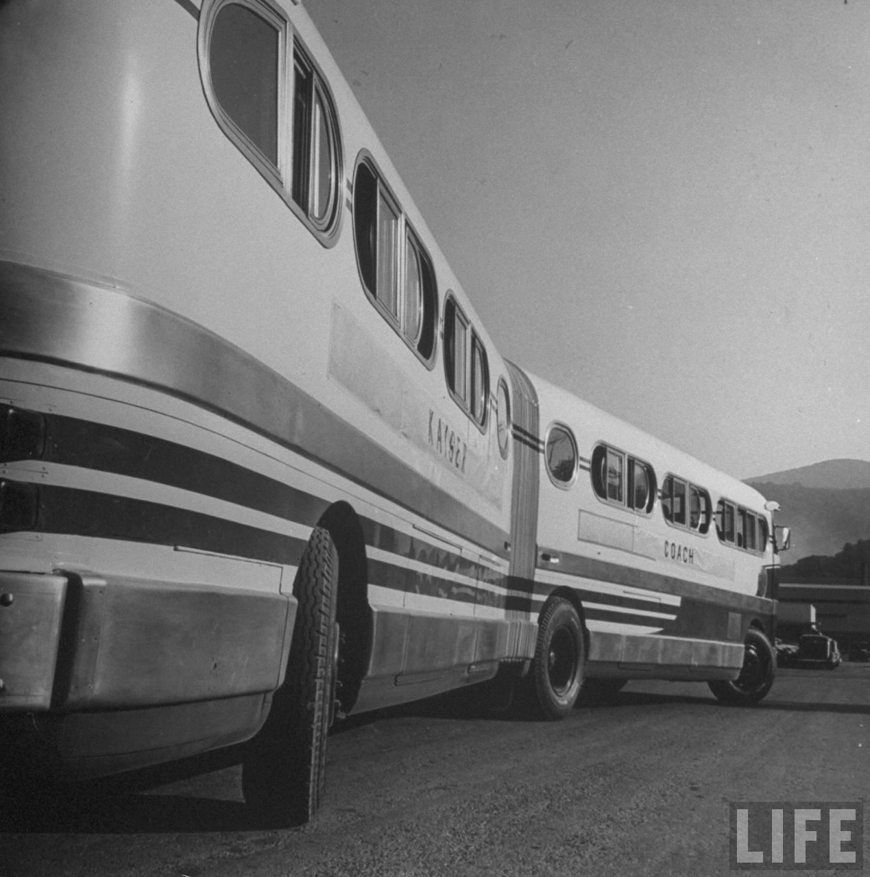 modelo de ônibus articulado da montadora kaiser frazer