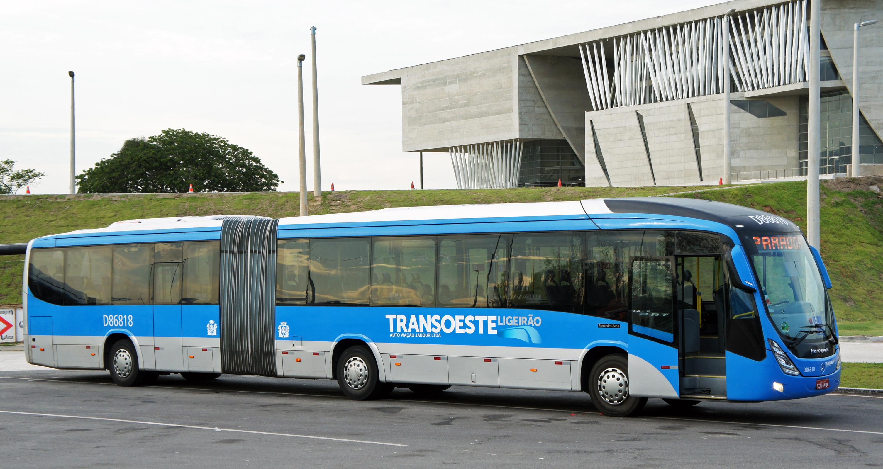 ônibus articulado padrão azul