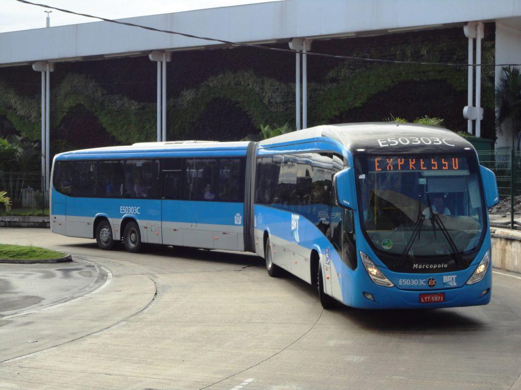 modelo de ônibus articulado