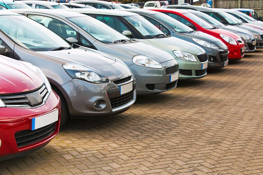 pilha de carros a venda