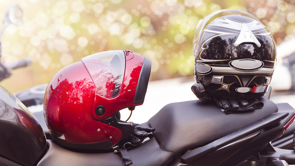 As multas frequentes em relação a pilotar sem capacete é considerado como infração gravíssima e o condutor pode até perder a habilitação.