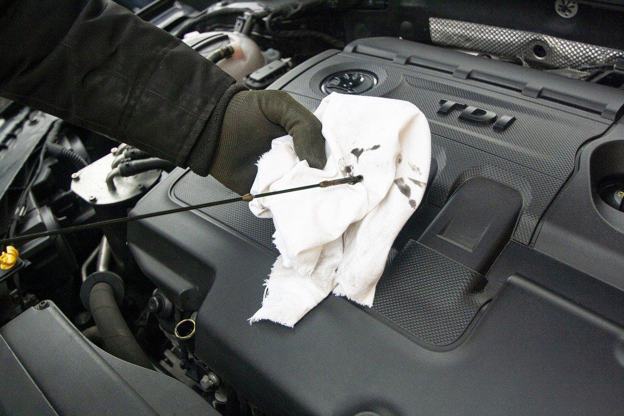 Vazamento de óleo do seu carro, saiba o que fazer